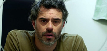 Jemaine Clement & Elliot Gould in Trailer for Comedy Film 'Humor Me'