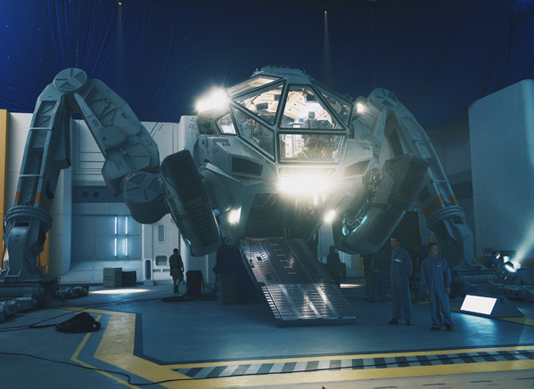 Independence Day Resurgence - Moon Tug