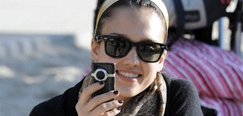 Jessica Alba with Flip Cam