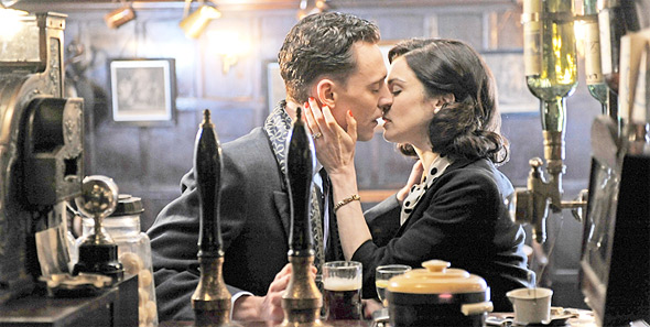 Rachel Weisz & Tom Hiddleston in The Deep Blue Sea