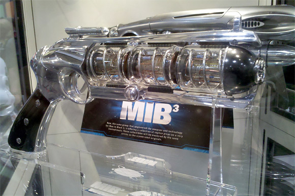 Men in Black III Weapons - Comic-Con
