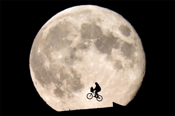 ET Moon Photograph Final