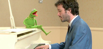 Bret McKenzie and Kermit the Frog