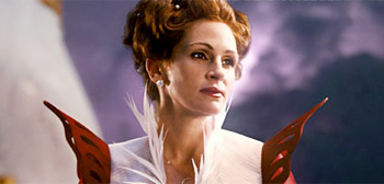 Julia Roberts as the Evil Queen in Snow White